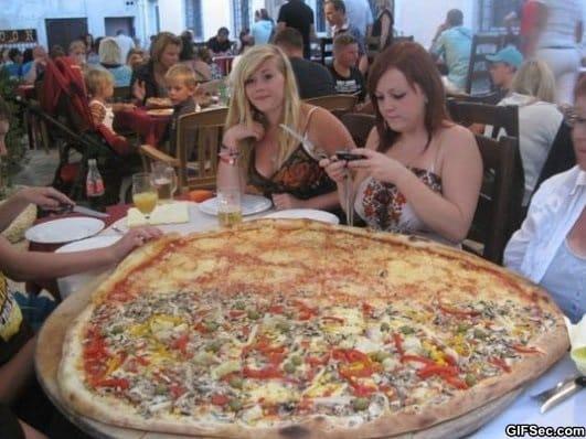 huge-pizza