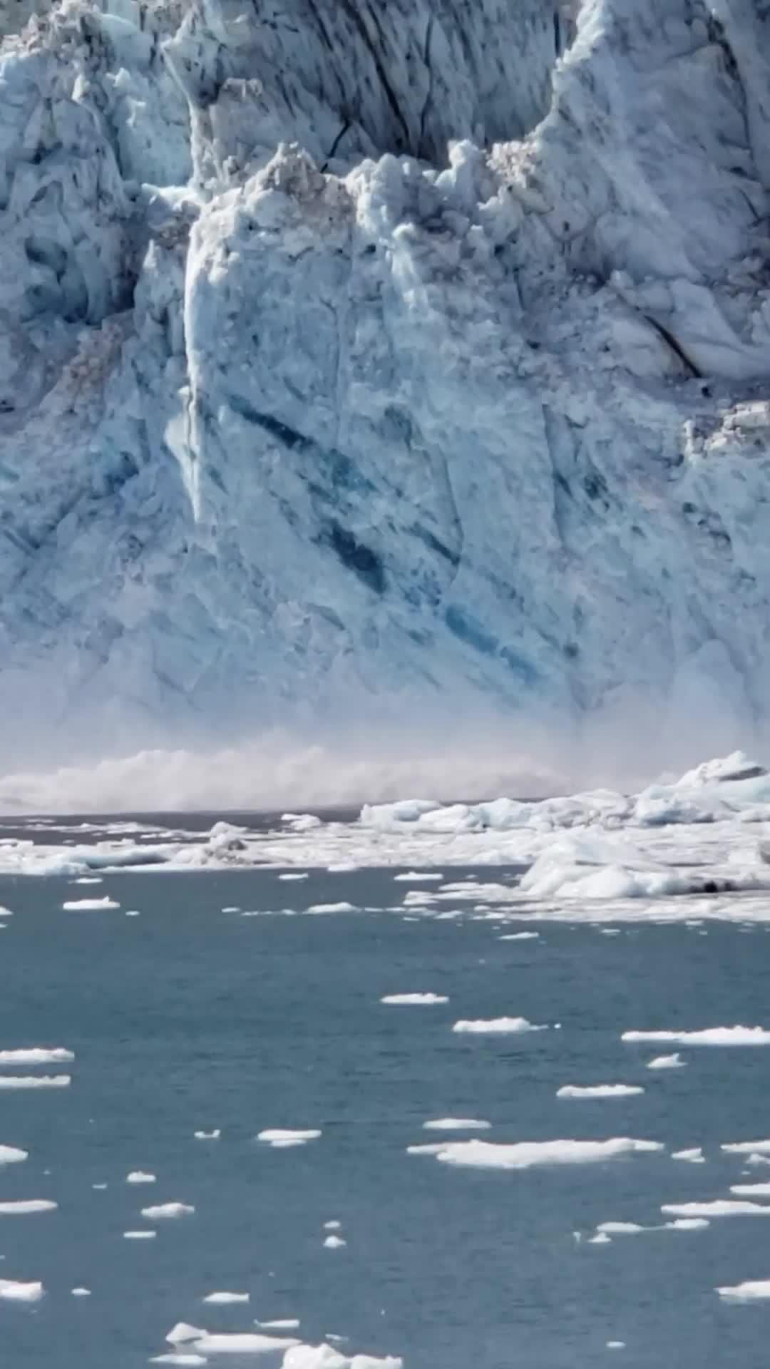 Video - Glacier Comes Crashing Down - Viral Viral Videos