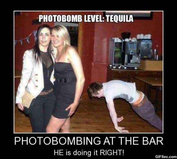 photobombing-at-the-bar