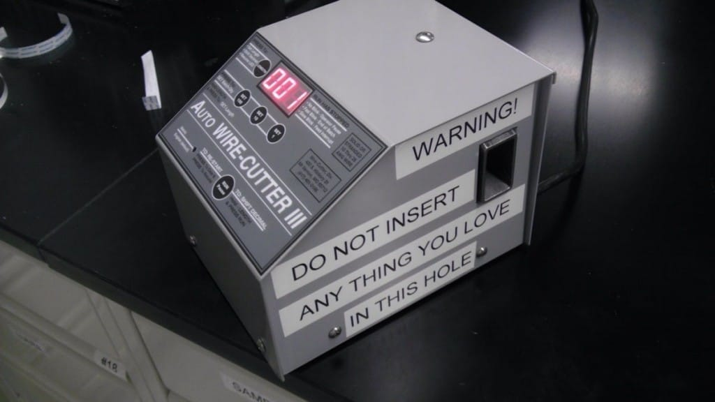 warning-on-auto-wire-cutter